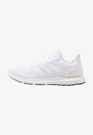 COSMIC 2 - Neutrální běžecké boty - footwear white