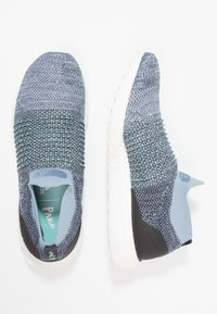 adidas Performance - ULTRABOOST LACELESS PARLEY - Laufschuh Neutral - raw grey/carbon/blue - 1