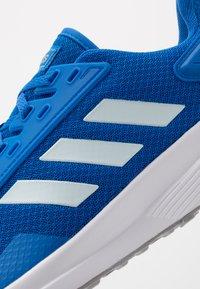adidas Performance - DURAMO 9 - Obuwie do biegania treningowe - glow blue/sky tint/footwear white - 5