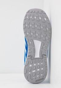 adidas Performance - DURAMO 9 - Obuwie do biegania treningowe - glow blue/sky tint/footwear white - 4