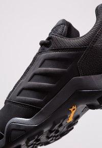 adidas Performance - TERREX BRUSHWOOD LEATHER HIKING SHOES - Hikingskor - core black/grey five - 5