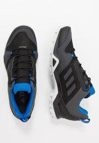 adidas Performance - TERREX AX3 GTX - Zapatillas de senderismo - core black/dough solid grey/signal green - 1