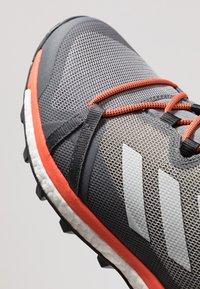 adidas Performance - TERREX SKYCHASER LT - Zapatillas de senderismo - grey three/grey one/active orange - 6