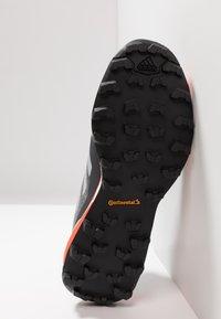 adidas Performance - TERREX SKYCHASER LT - Zapatillas de senderismo - grey three/grey one/active orange - 4