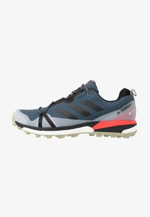 TERREX SKYCHASER LT GORE-TEX - Obuwie do biegania Szlak - legend blue/core black/shock red
