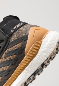 adidas Performance - TERREX FREE HIKER - Zapatillas de senderismo - cardboard/core black/real blue - 5
