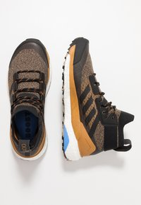 adidas Performance - TERREX FREE HIKER - Zapatillas de senderismo - cardboard/core black/real blue - 1