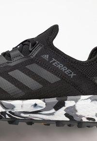 adidas Performance - TERREX SPEED LD - Obuwie do biegania Szlak - core black/carbon - 5