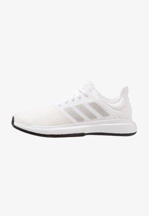 GAMECOURT - Tennisskor för grus - footwear white/metallic silver/core black