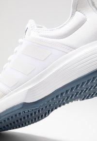adidas Performance - GAMECOURT - Tennissko til grusbane - footwear white/tech ink - 5