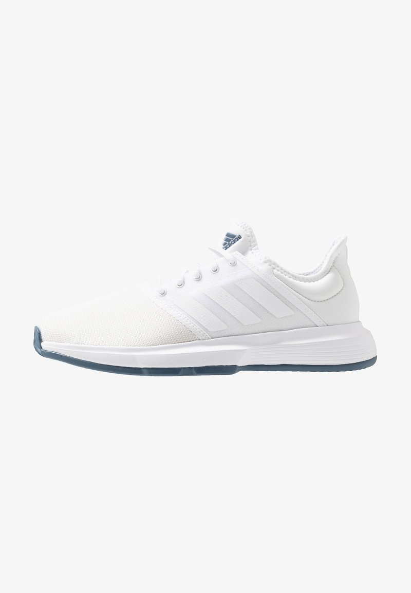 adidas Performance - GAMECOURT - Tennissko til grusbane - footwear white/tech ink