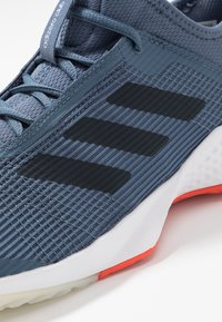 adidas Performance - ADIZERO CLUB - Tenisové boty na všechny povrchy - tech ink/legend ink/active orange - 5