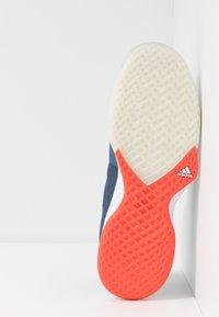 adidas Performance - ADIZERO CLUB - Tenisové boty na všechny povrchy - tech ink/legend ink/active orange - 4