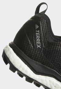 adidas Performance - TERREX AGRAVIC XT GTX SHOES - Trail hardloopschoenen - black - 5
