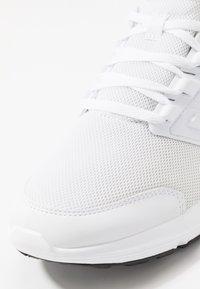 adidas Performance - GALAXY 4 - Neutrale løbesko - footwear white - 5
