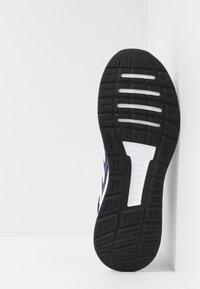 adidas Performance - RUNFALCON - Obuwie do biegania treningowe - dark blue/ftwr white/core black - 4