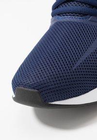 adidas Performance - RUNFALCON - Obuwie do biegania treningowe - dark blue/ftwr white/core black - 5