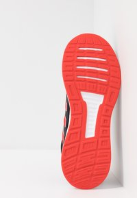 adidas Performance - RUNFALCON - Obuwie do biegania treningowe - core black/active red/core black - 4