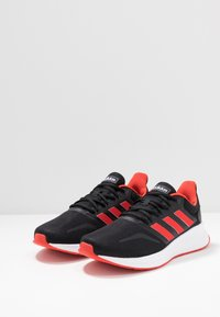 adidas Performance - RUNFALCON - Obuwie do biegania treningowe - core black/active red/core black - 2