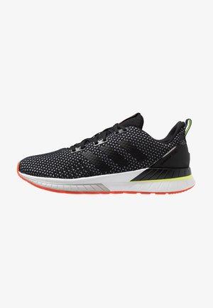 QUESTAR TND - Neutral running shoes - core black/grey six