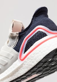 adidas Performance - ULTRABOOST 19 - Juoksukenkä/neutraalit - clear brown/white/footwear white - 5