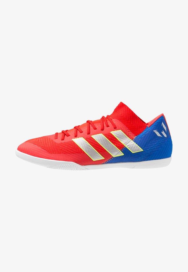 NEMEZIZ MESSI 18.3 IN - Halówki - active red/silver metallic/football blue