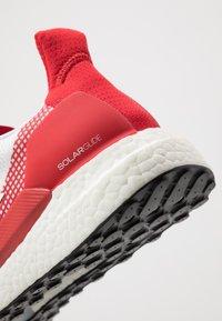 adidas Performance - SOLAR GLIDE 19 - Zapatillas de running neutras - footwear white/scarlet - 5