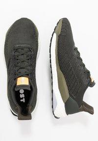 adidas Performance - SOLAR BOOST 19 - Chaussures de running neutres - legend earth/core black/flash orange - 1