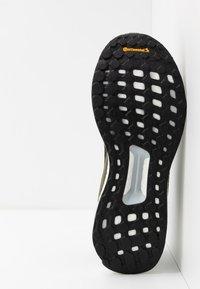 adidas Performance - SOLAR BOOST 19 - Chaussures de running neutres - legend earth/core black/flash orange - 4