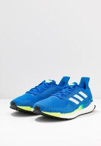 adidas Performance - SOLAR BOOST 19 - Laufschuh Neutral - glow blue/footwear white/signal green - 2