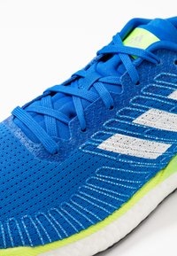 adidas Performance - SOLAR BOOST 19 - Laufschuh Neutral - glow blue/footwear white/signal green - 5