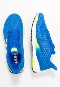 adidas Performance - SOLAR BOOST 19 - Laufschuh Neutral - glow blue/footwear white/signal green - 1