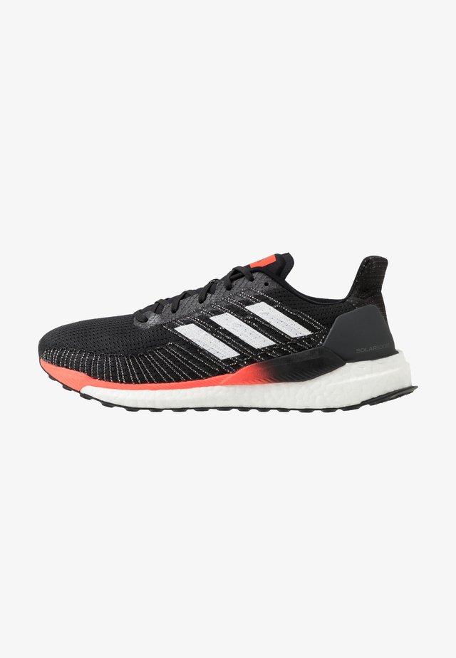 SOLAR BOOST 19 - Zapatillas de running neutras - core black/footwear white/solar red
