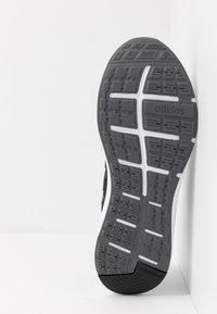 adidas Performance - ENERGYFALCON CLOUDFOAM RUNNING SHOES - Obuwie do biegania treningowe - core black/grey six/footwear white - 5