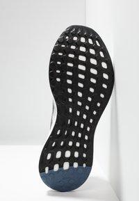 adidas Performance - SENSEBOOST GO - Neutrální běžecké boty - grey one/grey three/tech ink - 4