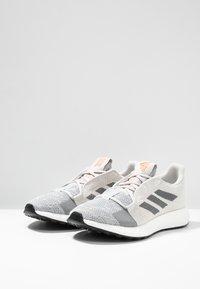 adidas Performance - SENSEBOOST GO - Neutrální běžecké boty - grey one/grey three/tech ink - 2