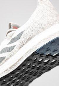 adidas Performance - SENSEBOOST GO - Neutrální běžecké boty - grey one/grey three/tech ink - 5