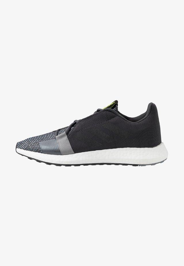 SENSEBOOST GO - Zapatillas de running neutras - grey six/core black/solar yellow