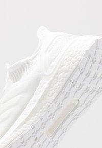 adidas Performance - ULTRABOOST 19 - Laufschuh Neutral - footwear white/core black - 5