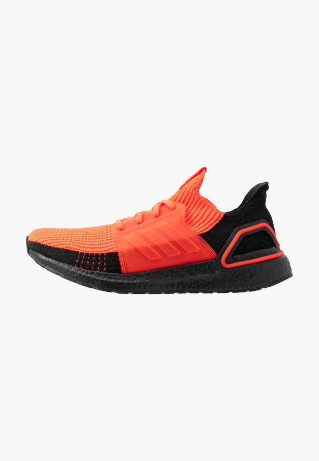 ULTRABOOST 19 - Obuwie do biegania treningowe - solar red/core black