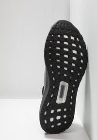 adidas Performance - ULTRABOOST 19 - Juoksukenkä/neutraalit - core black/grey three/grey five - 4