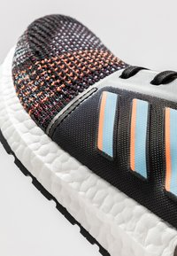 adidas Performance - ULTRABOOST 19 - Neutrální běžecké boty - core black/glow blue - 5