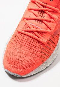adidas Performance - PULSEBOOST HD - Nøytrale løpesko - solar red/hi-res red/core black - 6
