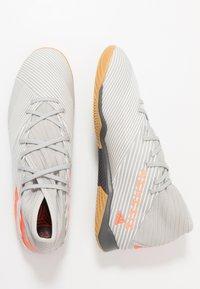 adidas Performance - NEMEZIZ 19.3 IN - Botas de fútbol sin tacos - grey two/solar orange/core white - 1