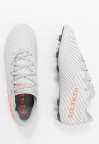 adidas Performance - NEMEZIZ 19.4 FXG - Voetbalschoenen met kunststof noppen - grey two/solar orange/core white - 1