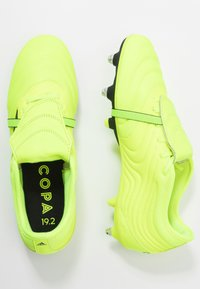 adidas Performance - COPA GLORO 19.2 SG - Chaussures de foot à lamelles - solar yellow/core black - 1