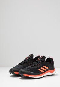 adidas Performance - TERREX AGRAVIC FLOW TRAIL RUNNING SHOES - Løpesko for mark - collegiate burgundy/solar orange/core black - 2