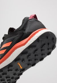 adidas Performance - TERREX AGRAVIC FLOW TRAIL RUNNING SHOES - Løpesko for mark - collegiate burgundy/solar orange/core black - 5