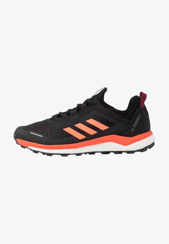 TERREX AGRAVIC FLOW - Trail running shoes - collegiate burgundy/solar orange/core black