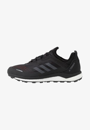 TERREX AGRAVIC FLOW - Trail hardloopschoenen - core black/grey six/solar orange
